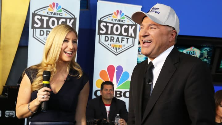 Sara Eisen, left, with Kevin O'Leary as he selected Blue Apron in the CNBC Power Lunch Stock Draft, April 25, 2018.