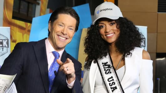 Tim Seymour and Kára McCullough, Miss USA, select Dropbox at the 2018 CNBC Power Lunch Stock Draft, April 26, 2018.