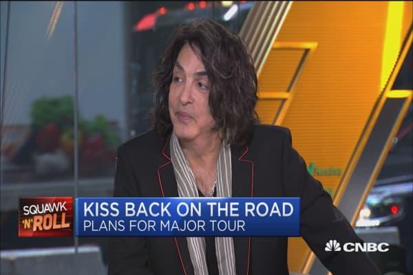 KISS' Paul Stanley rocks art tour at NJ gallery