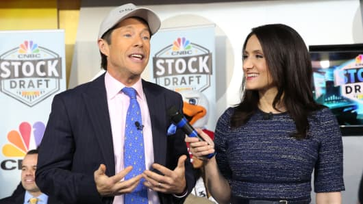 Tim Seymour tells Michelle Caruso-Cabrera he selects Chesapeake Energy, at the 2018 CNBC Power Lunch Stock Draft, April 26, 2018.