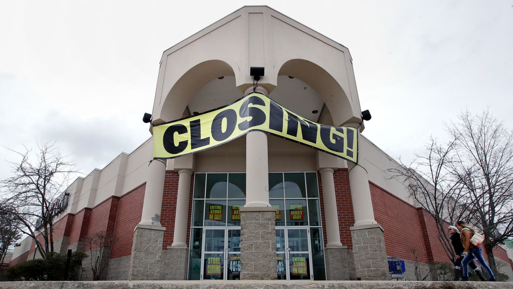 The Business Of Running A Going Out Of Business Sale Is Booming