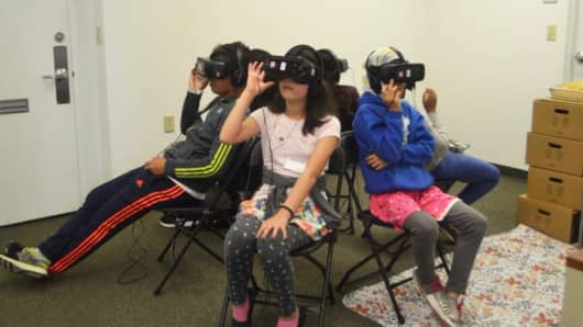 A new virtual reality game, called smokeSCREEN VR, is being tested to address the challenges teens face when it comes to social pressures and the use of e-cigarettes. If successful, it will be the first of many VR games created by the Yale Center to address health education and behavioral intervention in adolescents and young adults.