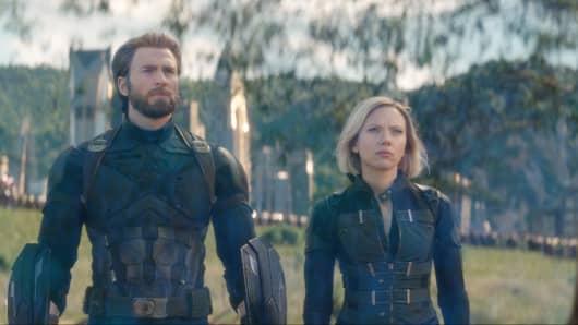Marvel Studios' AVENGERS: INFINITY WAR Captain America/Steve Rogers (Chris Evans) and Black Widow/Natasha Romanoff (Scarlett Johansson)