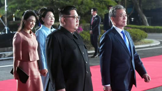 South Korean President Moon Jae-in, North Korean leader Kim Jong Un, Kim's wife Ri Sol Ju and Moon's wife Kim Jung-sook attend a farewell ceremony at the truce village of Panmunjom inside the demilitarized zone separating the two Koreas, South Korea, April 27, 2018.