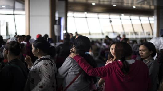 Filipina workers returning home from Kuwait arrive at Manila International Airport on February 18, 2018. After a horrific murder of a Philippine maid in Kuwait, hundreds of such women are now streaming back home, recounting their abuse and hardship-- but also saying they are ready to work abroad again.