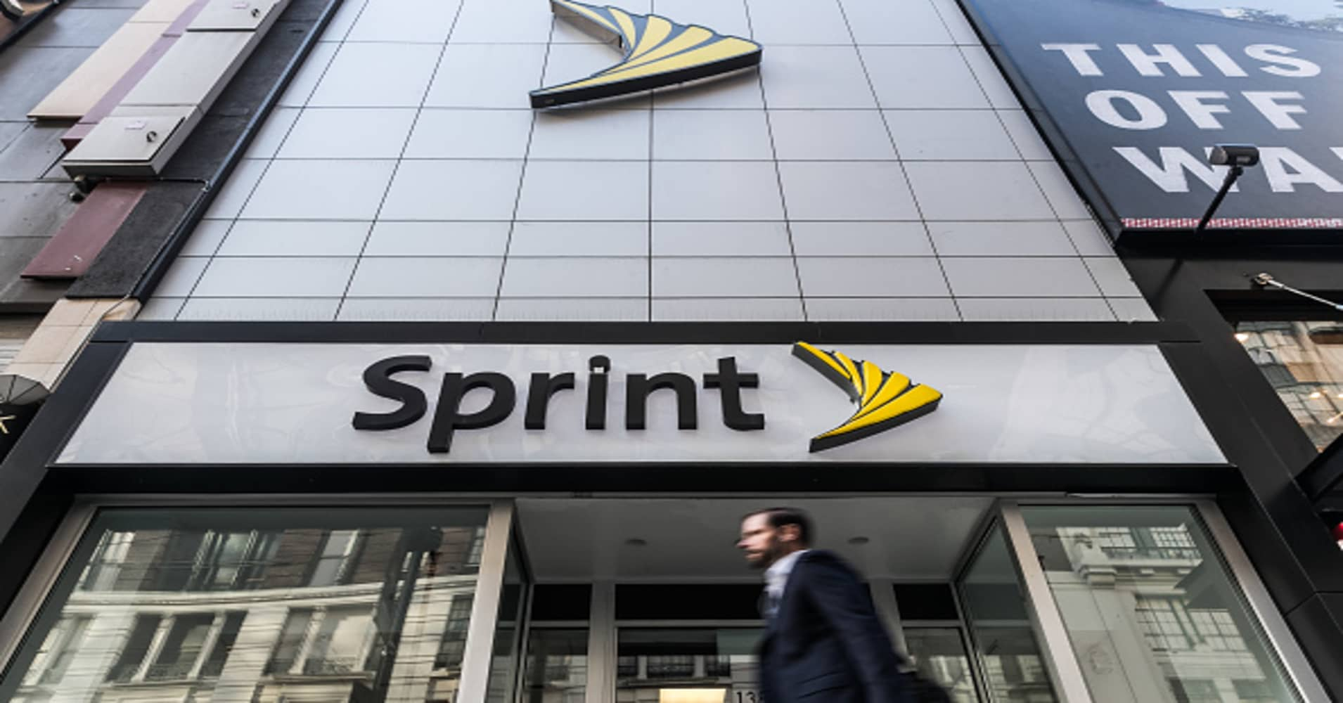 Sprint T Mobile Dive As Regulatory Uncertainty Outweighs Deal News