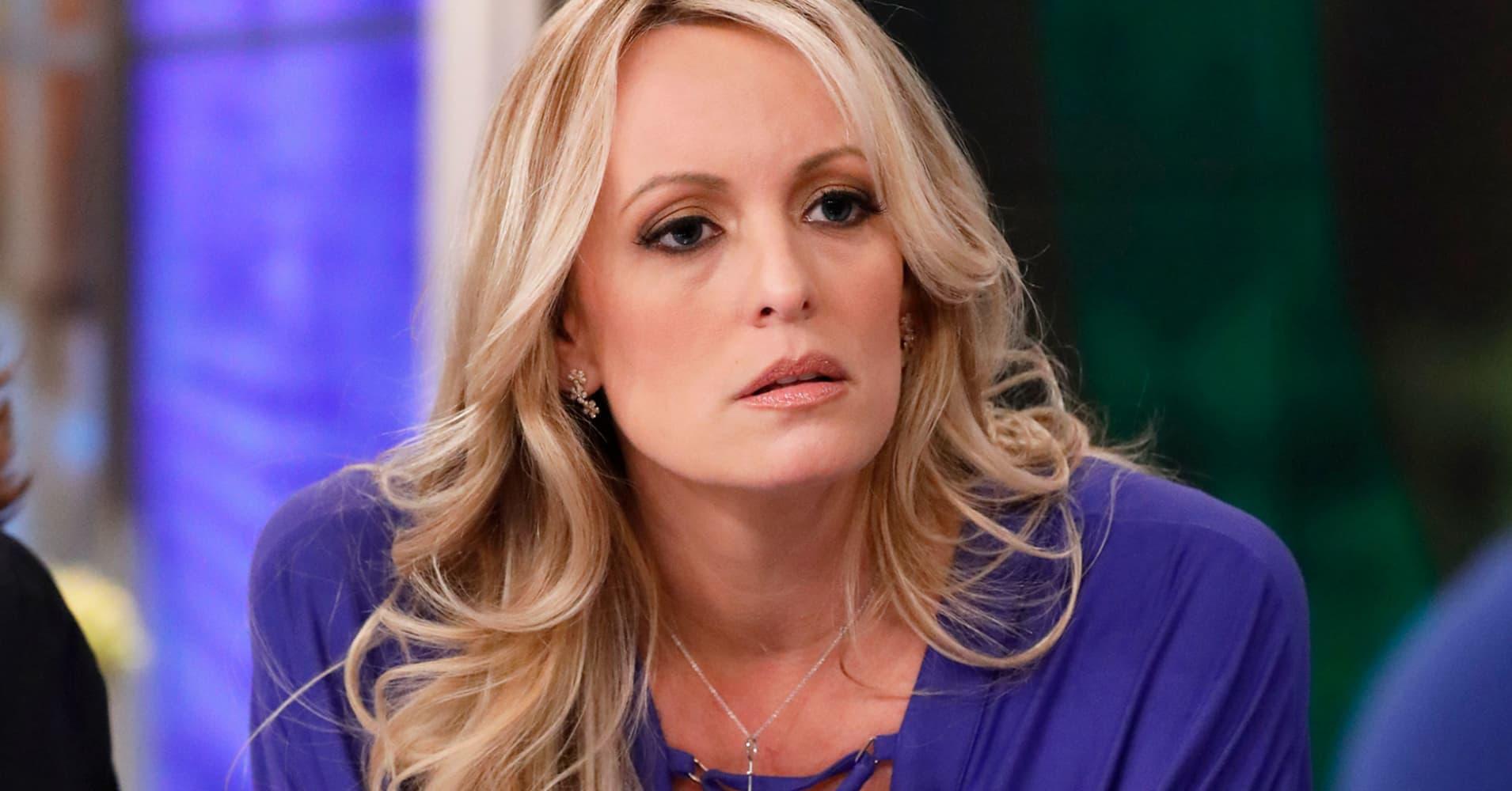 Porn Star Stormy Daniels Files New Defamation Lawsuit -5604