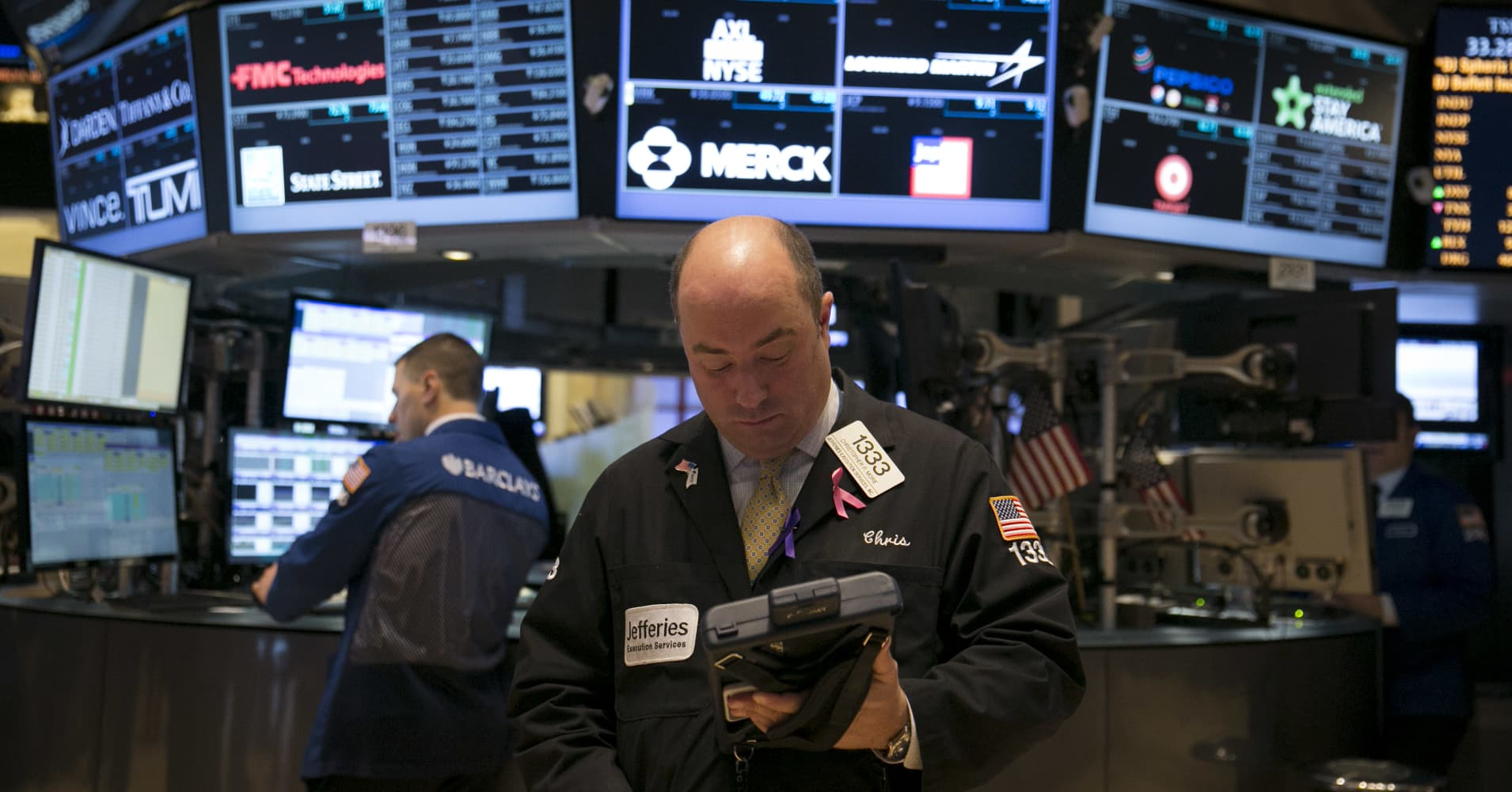 Wall Street set for a slightly higher open amid earnings