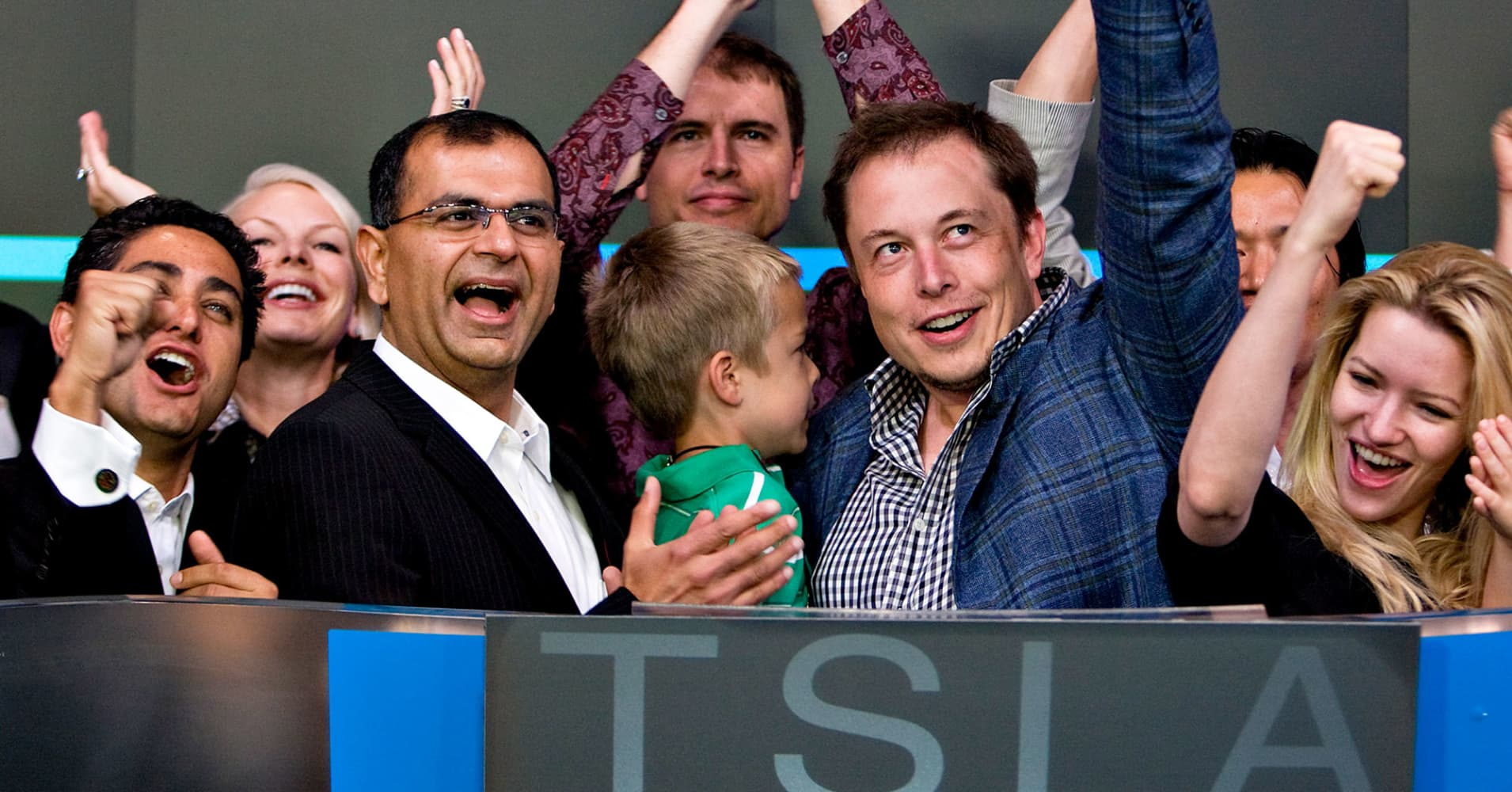 Tesla shares drop sharply after Musk says CFO Ahuja is leaving the company — for the second time