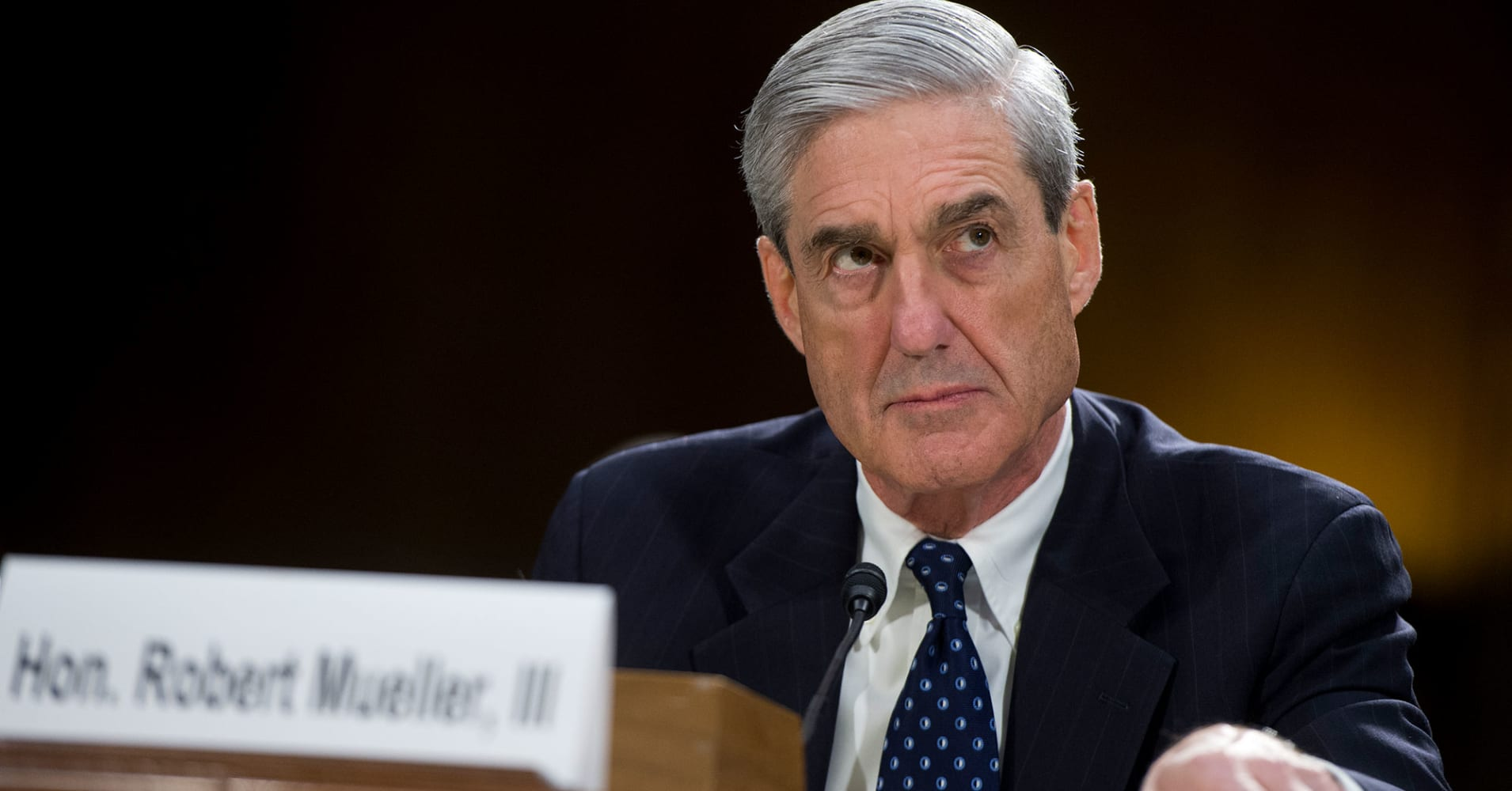Mueller team zeroes in on encrypted apps as witness turn in phones