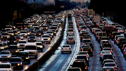Evening traffic leaving Los Angeles on 405 freeway North.