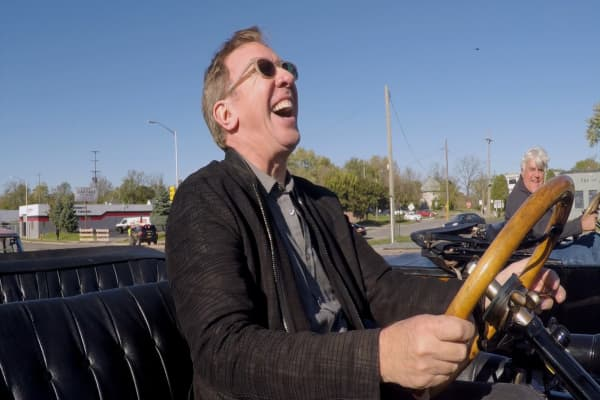 Tim Allen and Jay Leno go head to head in a drag race with a twist