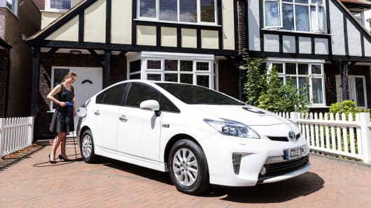 UK to ban most hybrid cars, including Prius, from 2040 thumbnail