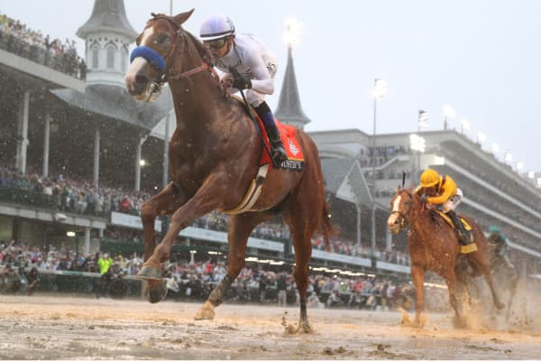 Mike Smith aboard Justify crosses the finish line to win the 144th running of the Kentucky Derby at Churchill Downs, May 5, 2018.