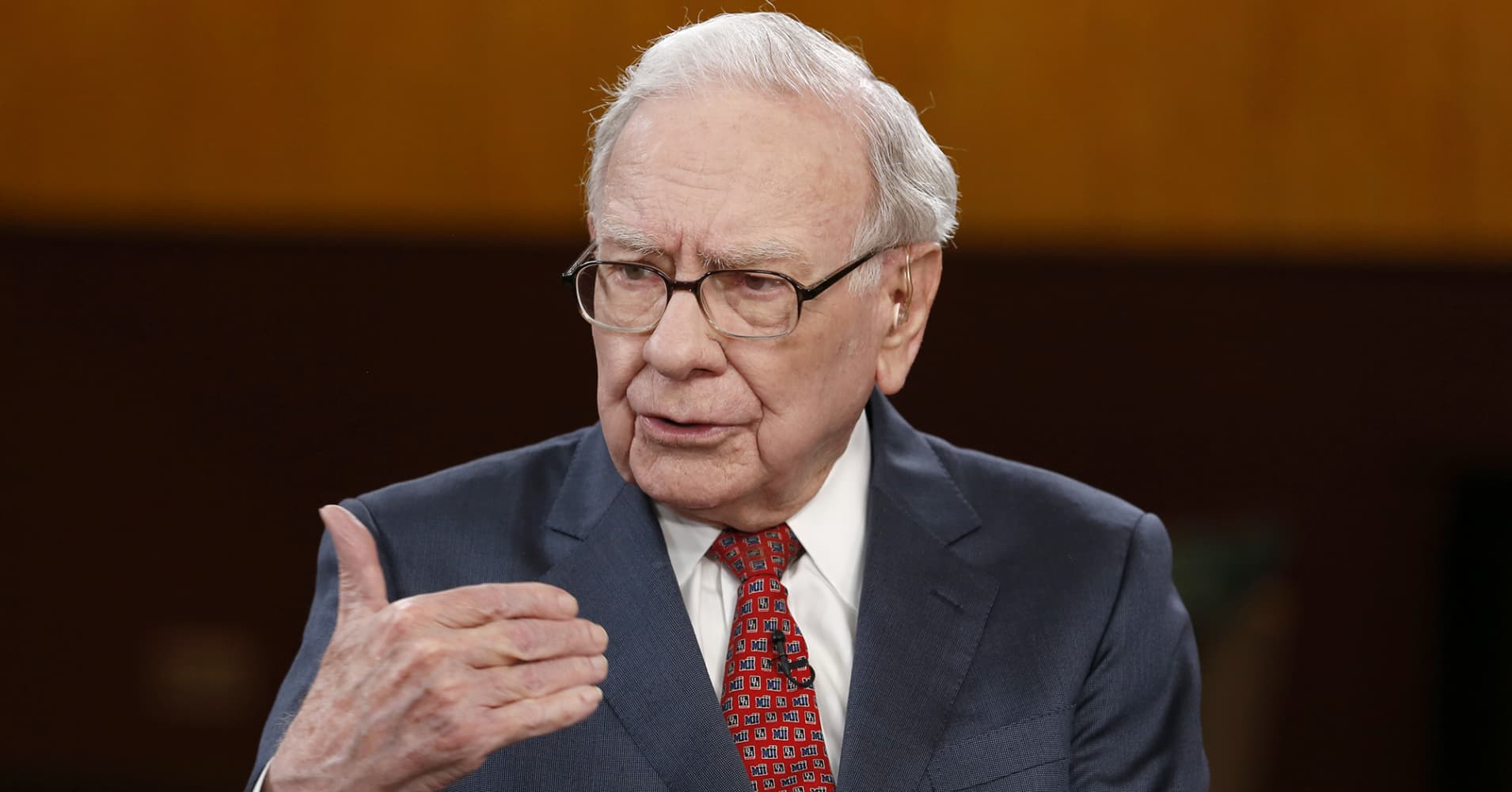 A Warren Buffett investing tip that can help investors focus as another market record is reached