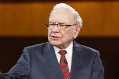 Warren Buffett and Jamie Dimon on bitcoin: Beware