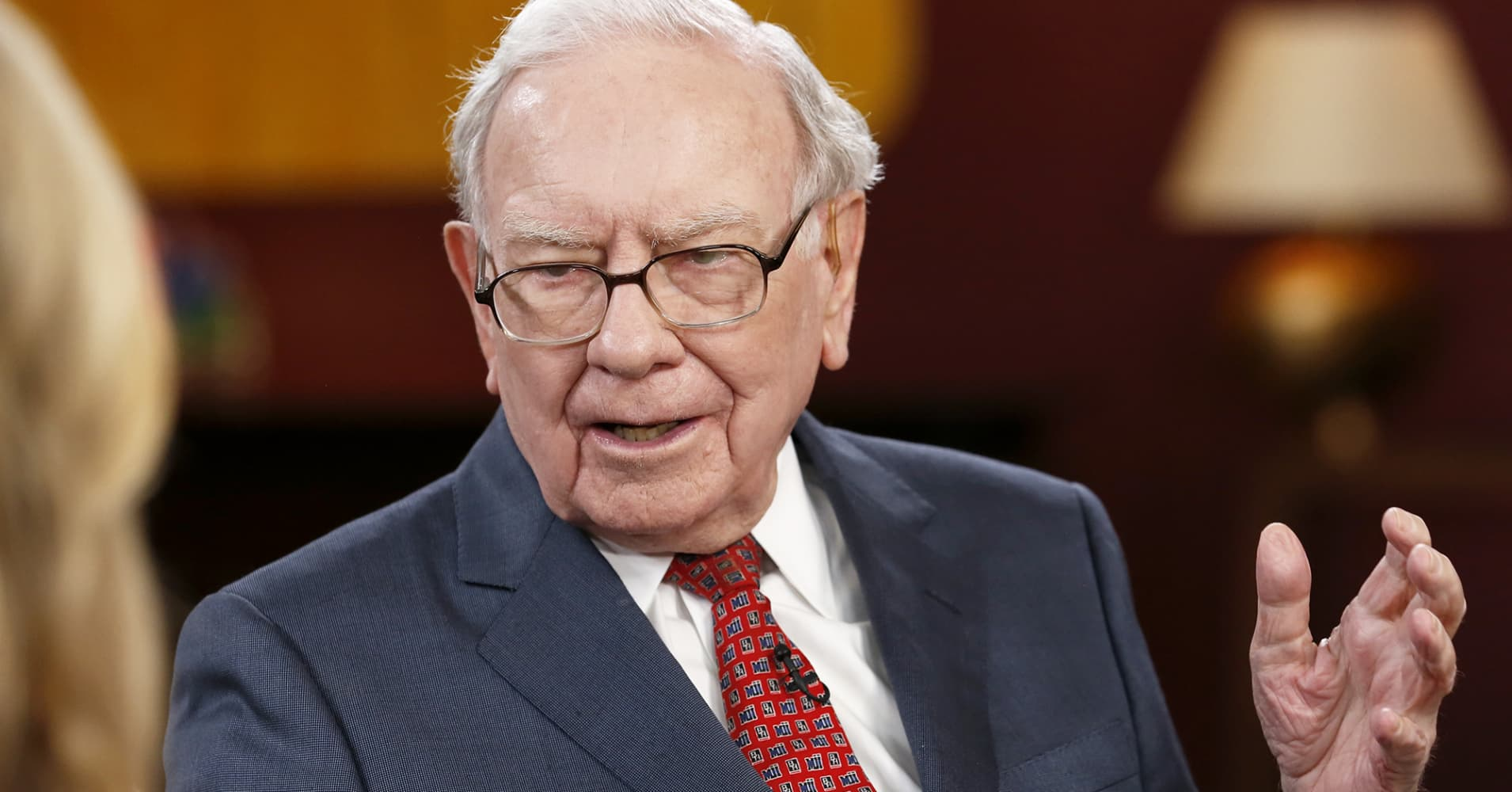 cnbc.com - Buffett's Berkshire Hathaway loosens policy on stock buybacks