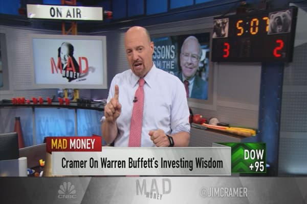 Cramer: Warren Buffett's aversion to iPhones might've been what kept him out of Amazon and Alphabet