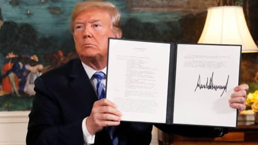 President Donald Trump displays a presidential memorandum after announcing his intent to withdraw from the JCPOA Iran nuclear agreement in the Diplomatic Room at the White House in Washington, May 8, 2018.