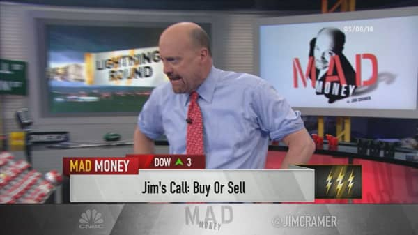 Cramer's lightning round: Philip Morris could be a 'value trap' with the rise of Juul