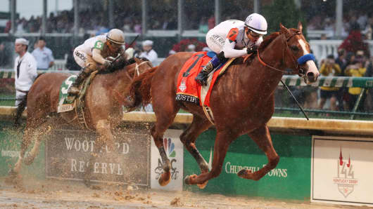 Mike Smith aboard Justify (7) beats Javier Castellano aboard Audible (5) to the finish line to win the 144th running of the Kentucky Derby at Churchill Downs, May 5, 2018.