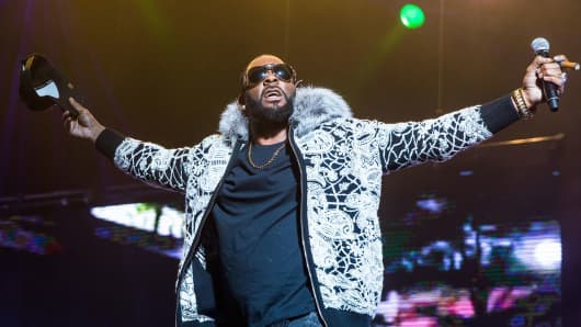 R. Kelly performs at Little Caesars Arena on February 21, 2018 in Detroit, Michigan.