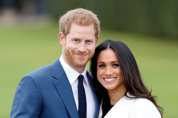Prince Harry and Meghan Markle attend an official photocall to announce their engagement at The Sunken Gardens, Kensington Palace on November 27, 2017 in London, England