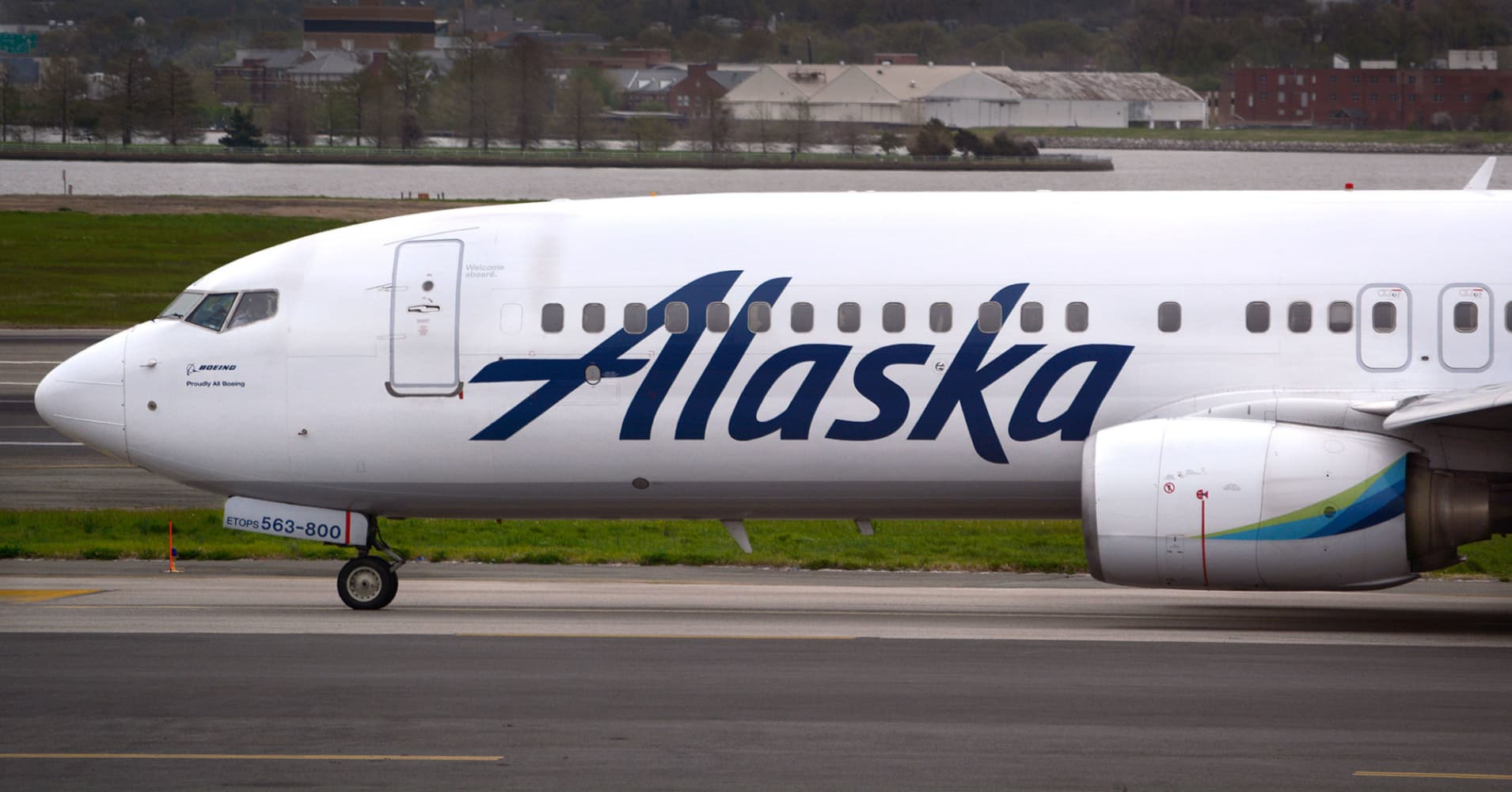 Alaska Airlines Is Planning To Close Its New York Pilot Base
