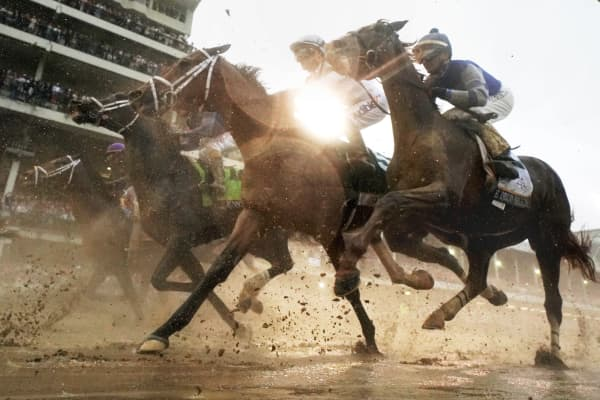 The field heads toward the first turn during the 144th running of the Kentucky Derby at Churchill Downs on May 5, 2018 in Louisville, Kentucky.