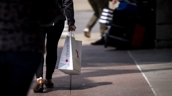Brick and mortar retailers are catching up to online retailers: Analyst