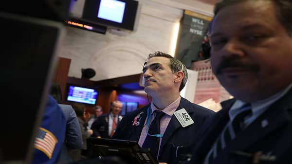 Dow slips as Cisco and Walmart shares slide, rates rise