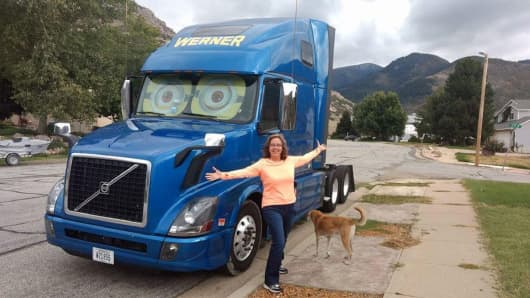 Here's what it's like to be a woman truck driver