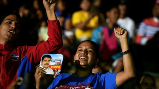 Supporters of Venezuelan President Nicolas Maduro shout slogans waiting for the announcement of the election results in Venezuela, on May 20, 2018.