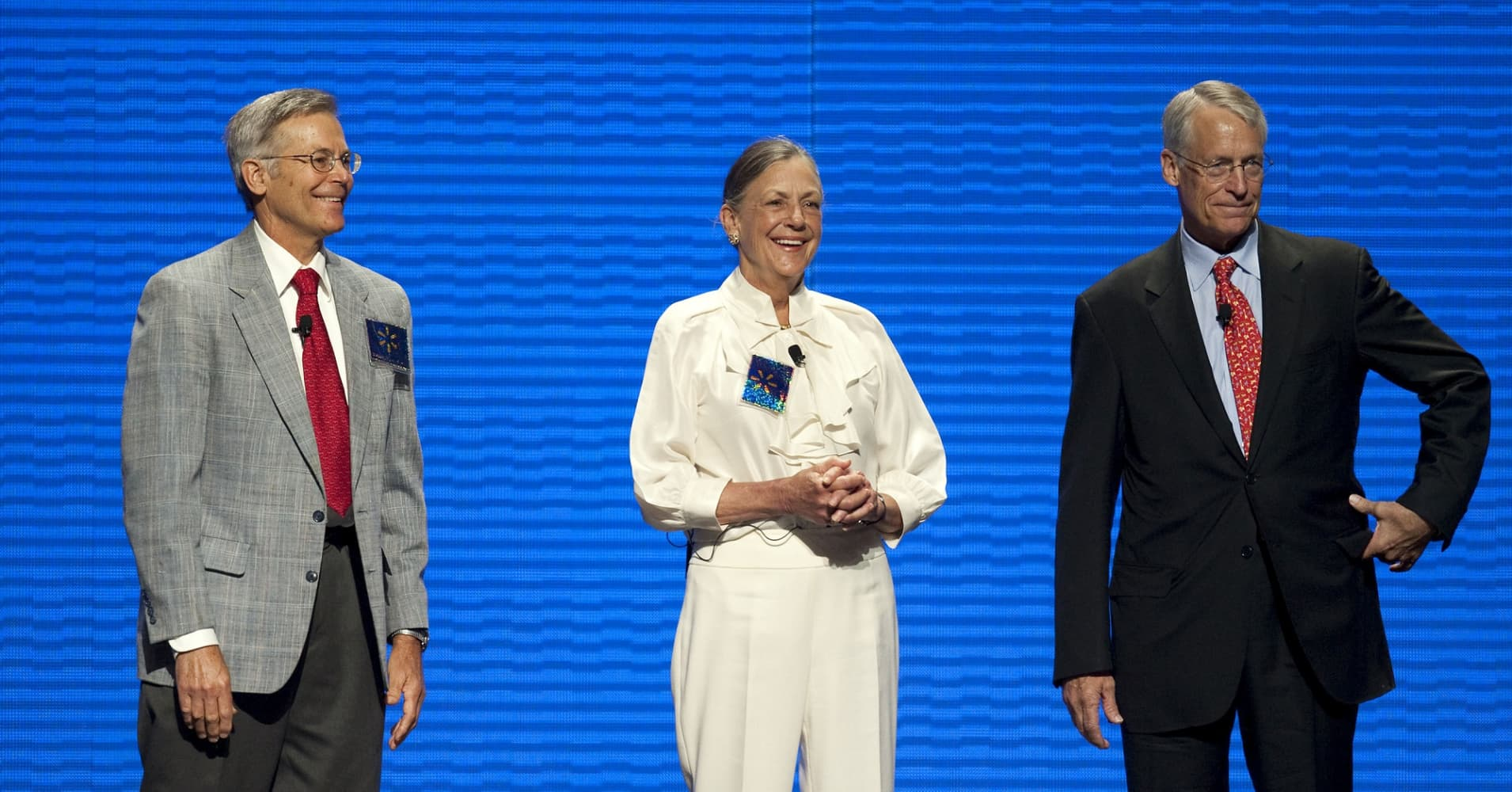 Rob Walton, chairman of Wal-Mart Stores Inc. and son of Wal-Mart founder Sam Walton, right, stands on stage with his siblings Alice Walton, center and Jim Walton, at the company's annual shareholders meeting in Fayetteville, Arkansas, U.S., on Friday, June 4, 2010.
