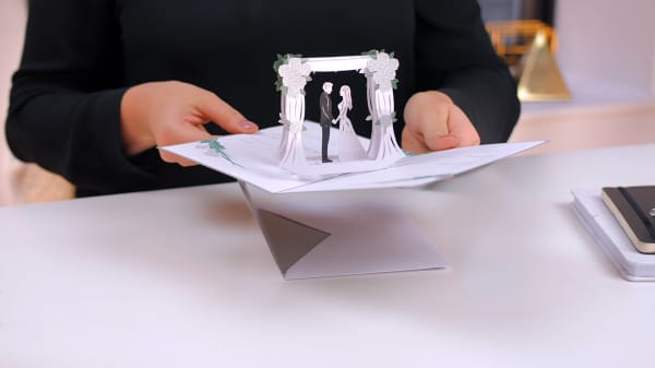 This Shark Tank company backed by Kevin O'Leary raised another $12 million to sell 3D wedding invites