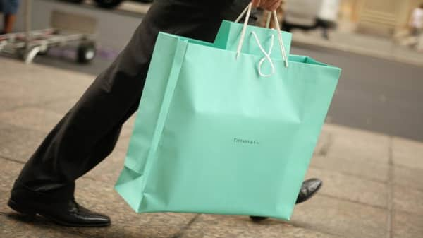 Tiffany beats Street, Target misses on EPS