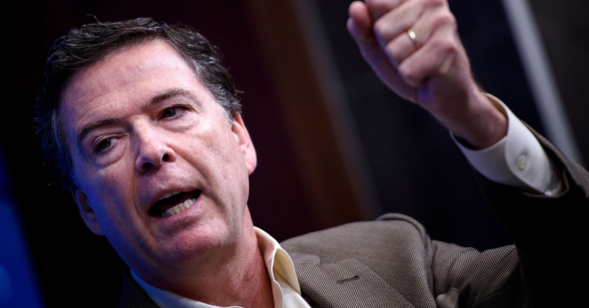 Comey attacks Republicans, defends FBI's alleged use of Trump campaign informant in pair of scathing tweets