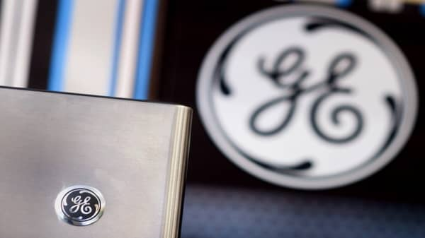 GE shares tank after CEO gives outlook