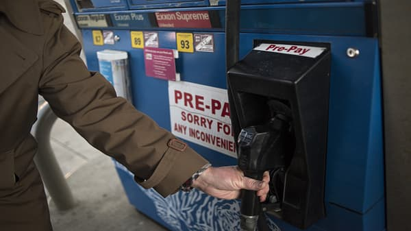 Gas prices accelerate ahead of peak summer driving season