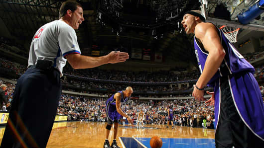 Former NBA guard Mike Bibby of the Sacramento Kings argues with former NBA referee Tim Donaghy during a 2004 playoff game against the Dallas Mavericks.