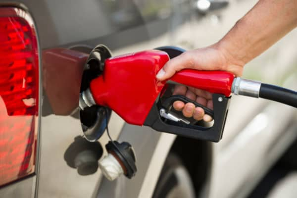 Gas prices rally as summer driving season kicks off