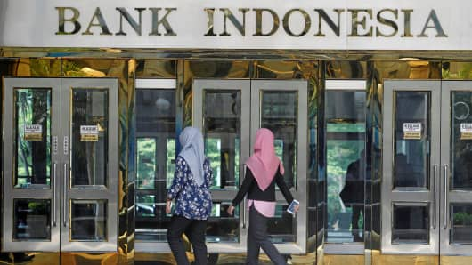 Two ladies walking towards the entrance of Bank Indonesia, the central bank in Southeast Asia's largest economy.