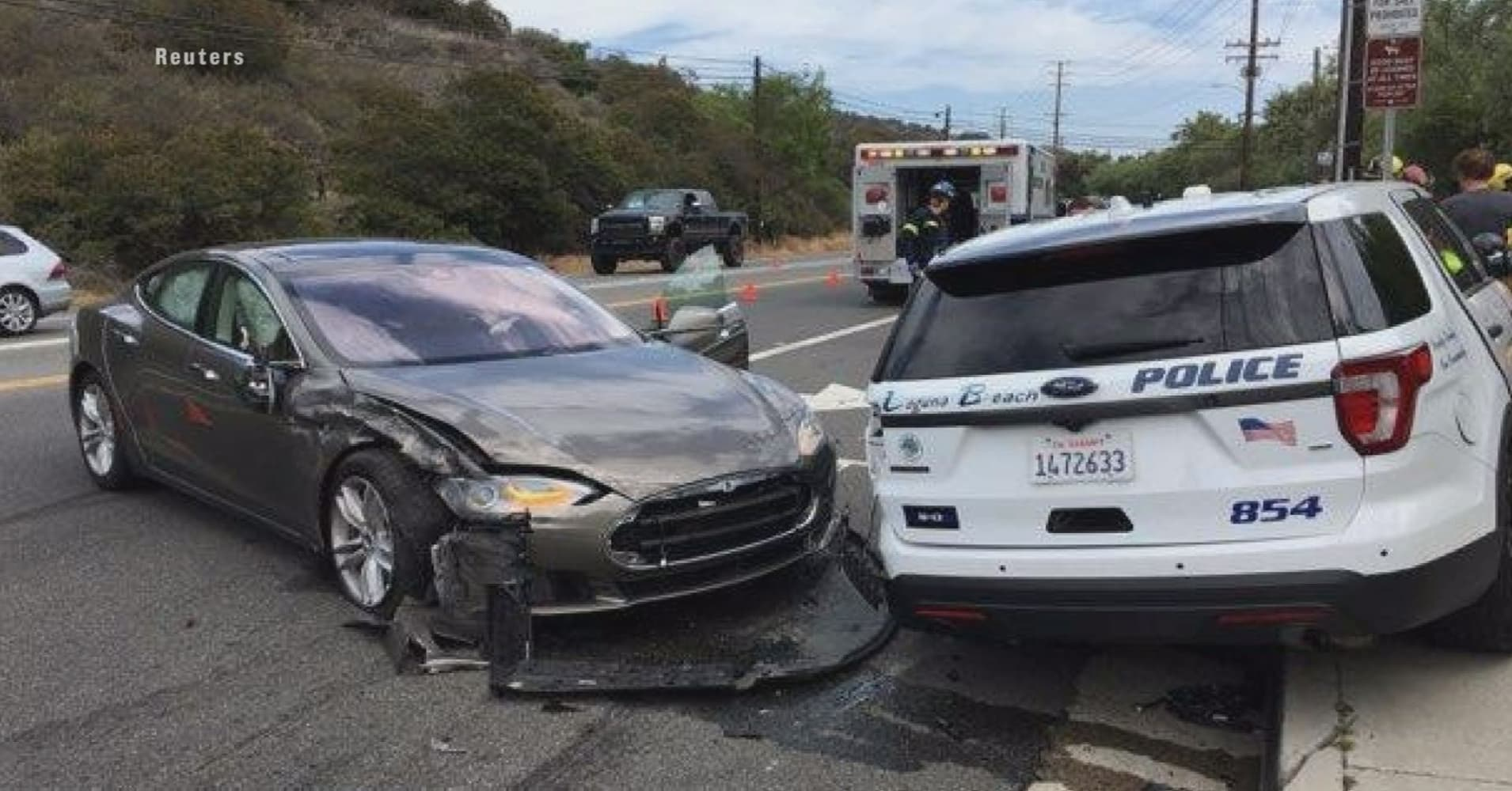 Tesla in Autopilot mode hits parked California police car