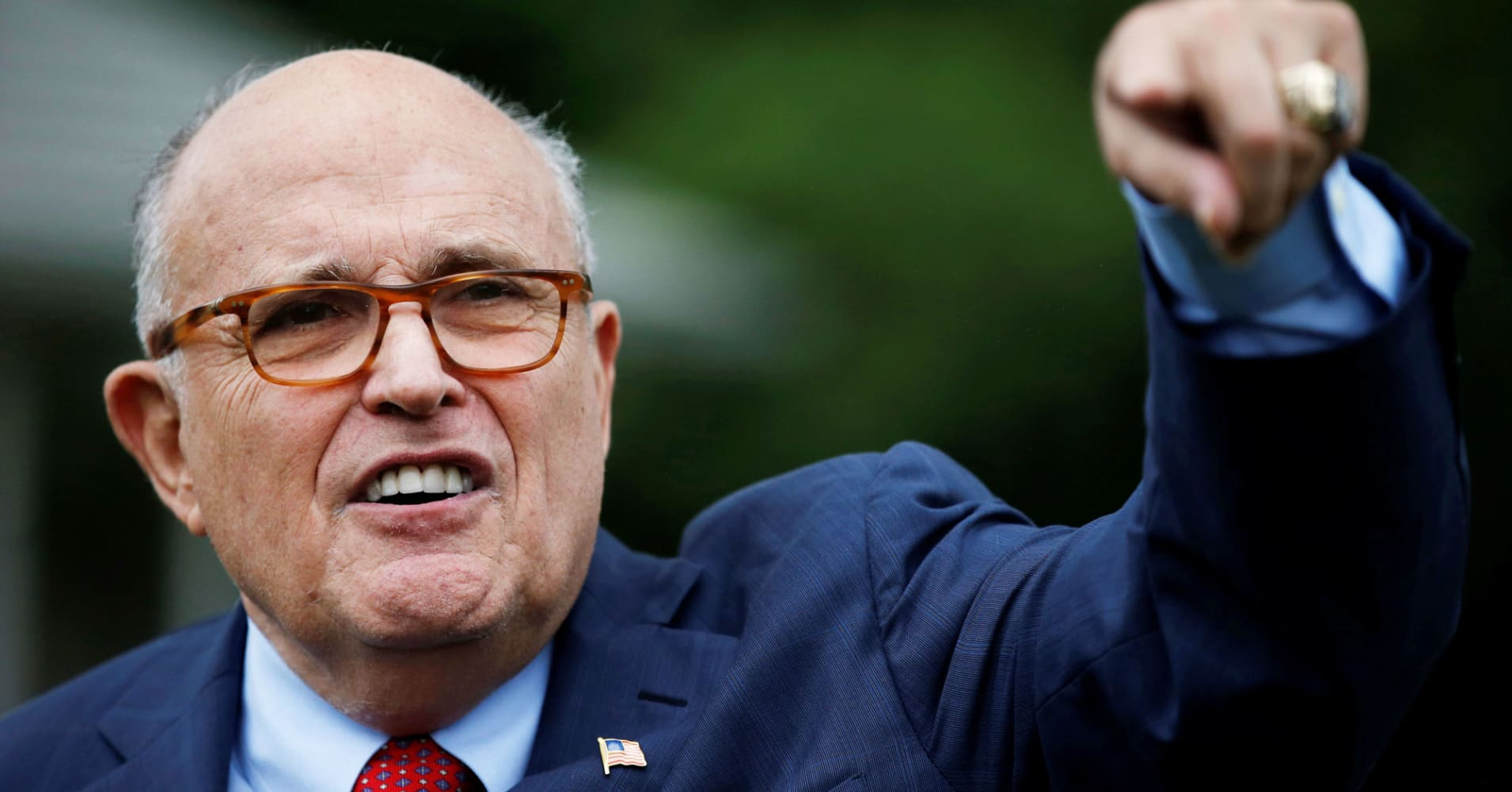 Rudy Giuliani: I wouldn't hand over President Trump's phones without preconditions if Mueller asked