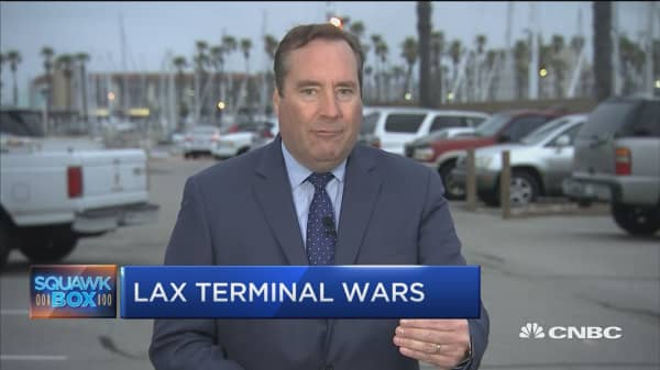 Delta ups the ante in battle for LAX