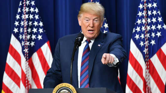 Trump threatens 20% tariff on all car imports from the EU