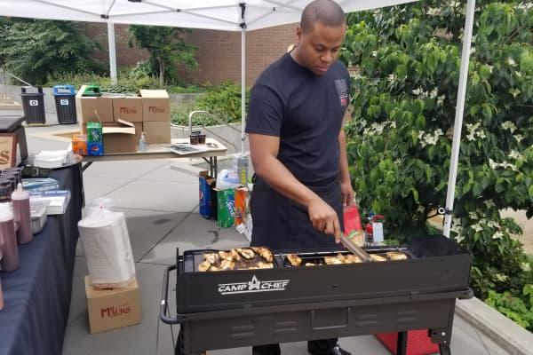 Spencer Lindsay grilling at the summer farmer's market on Amazon's Seattle campus.