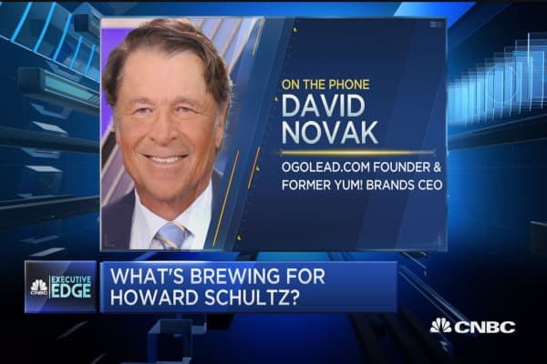 Not many have a better resume than Howard Schultz, says former Yum Brands CEO
