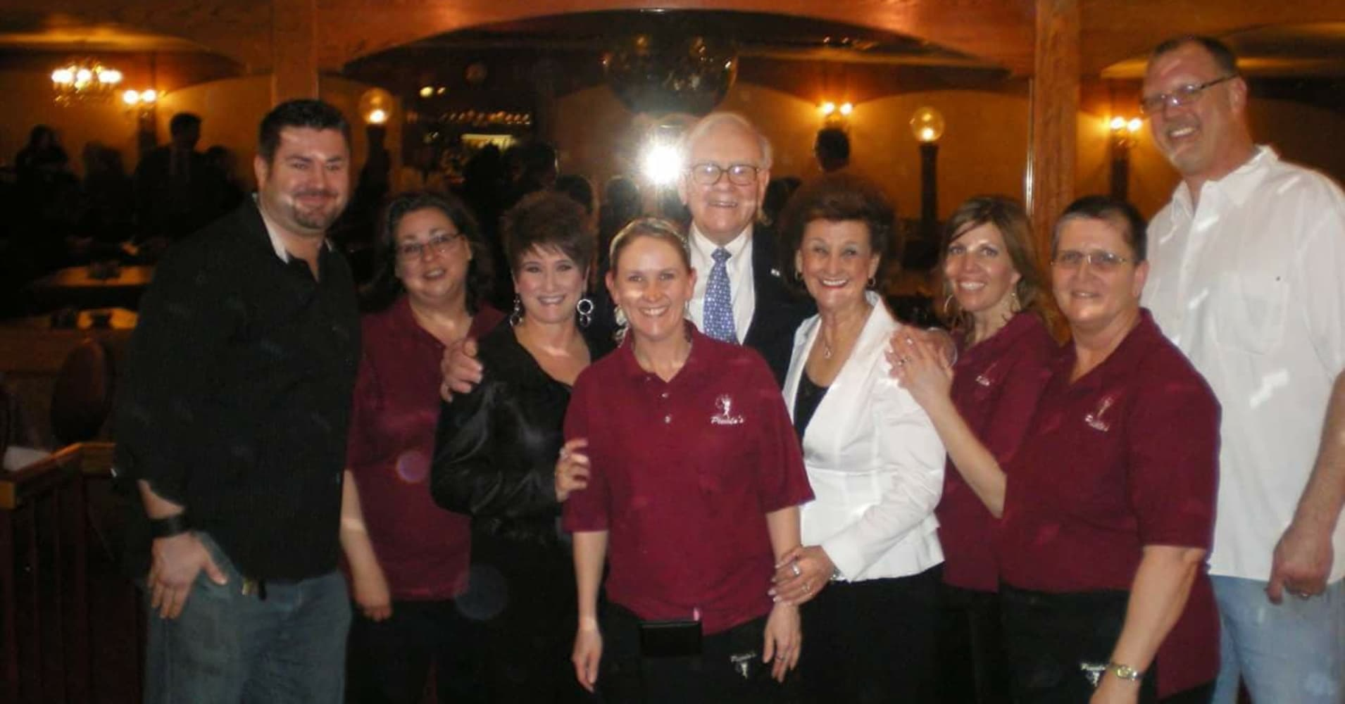 Piccolo's waitress Ellen Augustine (front center) pictured with Warren Buffett (back center) and Piccolo's former owners Dee Graves (right) and Donna Sheehan (left) in 2011.