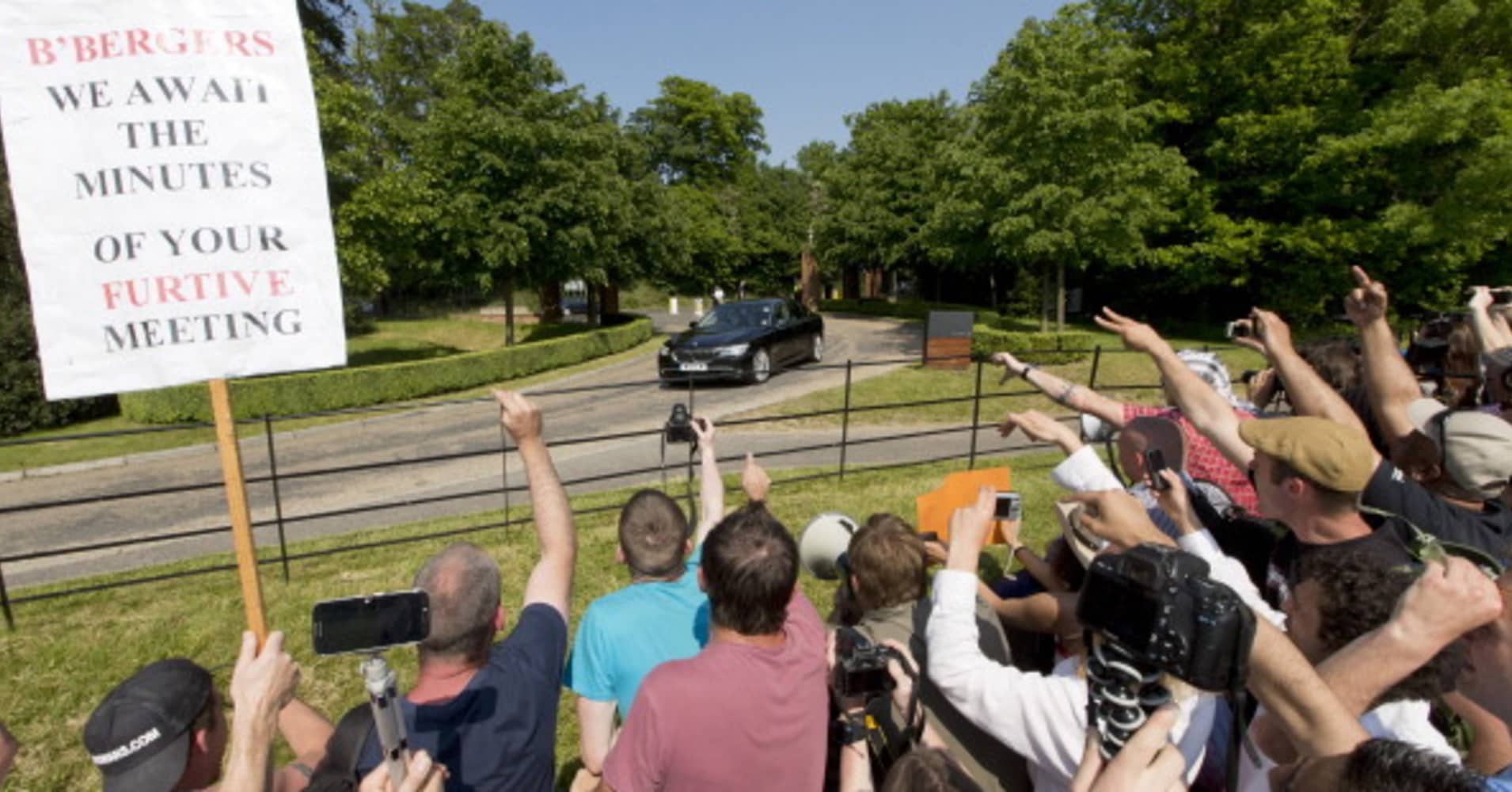 Bilderberg meeting elite focuses on politics